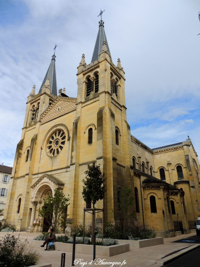 Vichy 32 - Eglise Saint-Louis