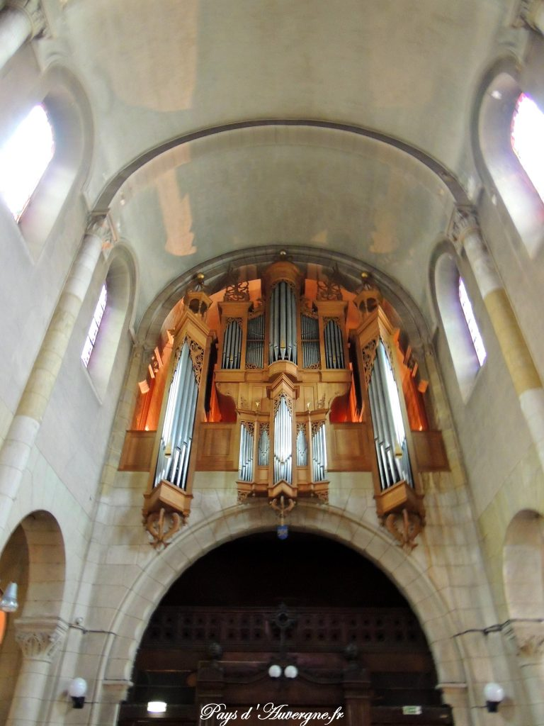 Vichy 38 - Eglise Saint-Louis