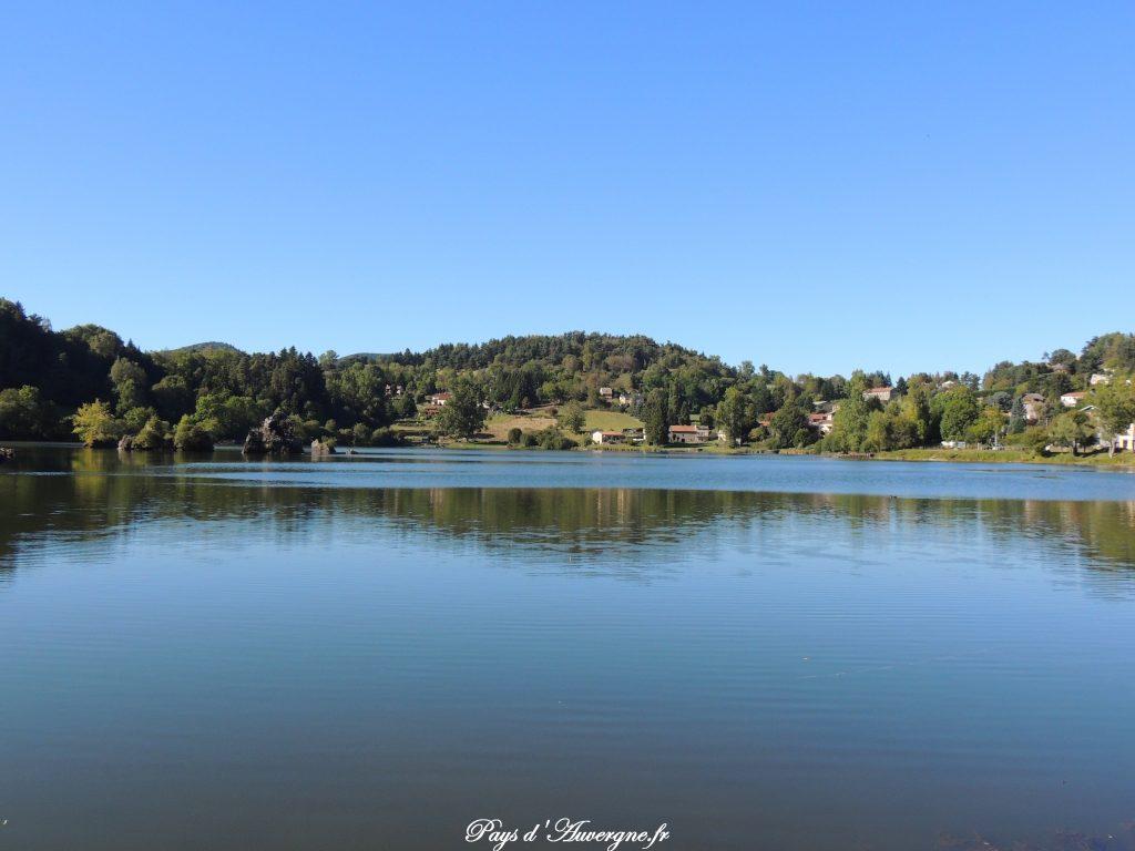 lac de barrage en auvergne